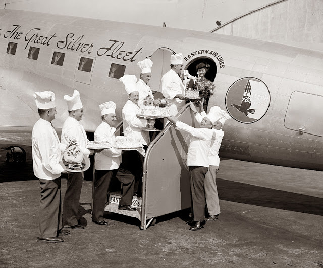 this-picture-is-from-1938-and-famous-chefs-are-shown-loading-cakes-onto-the-airplane-for-the-passengers-jpg