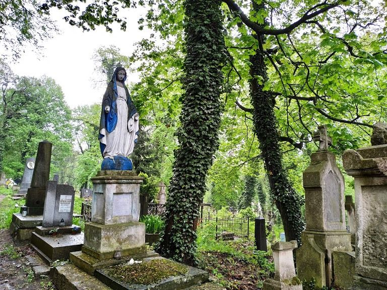 lychakiv-cemetery
