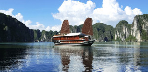 Vietnam-Halong-Bay-Cruise-Ship