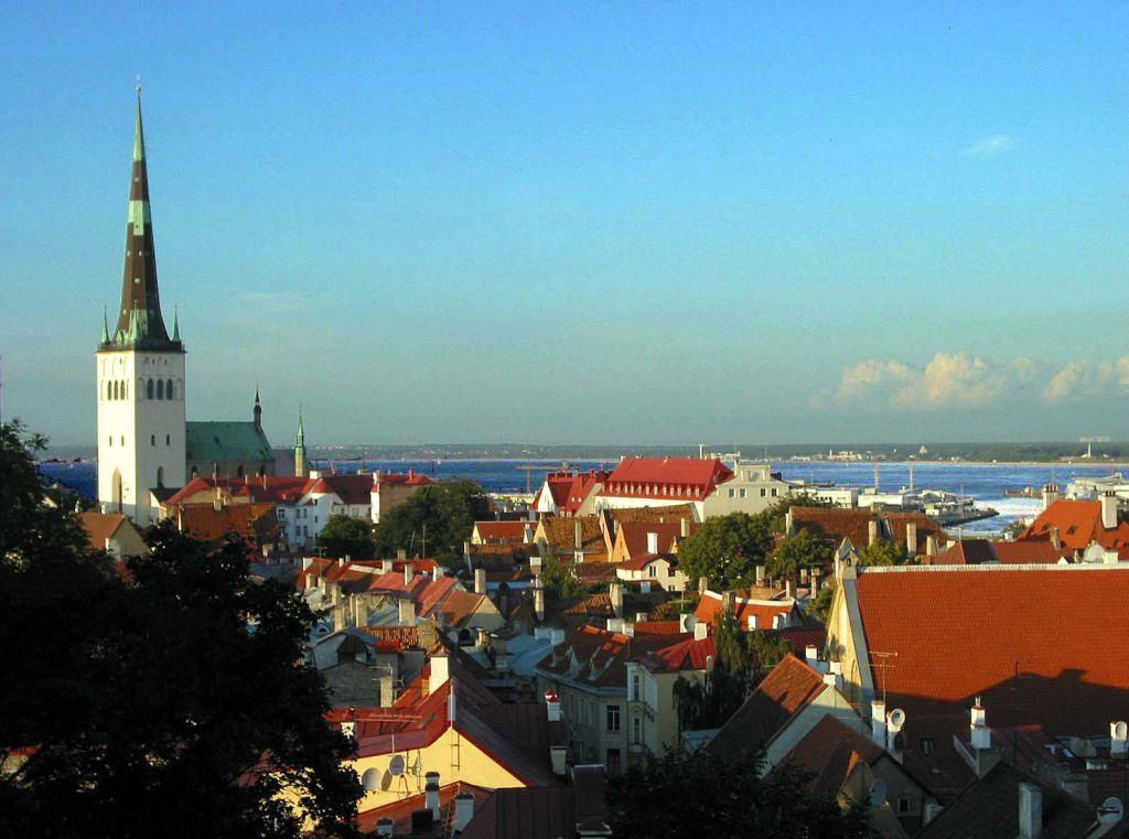 Tallinn_old_town_sunset