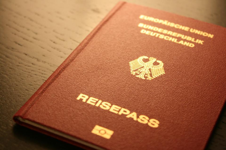 passport-249420_960_720