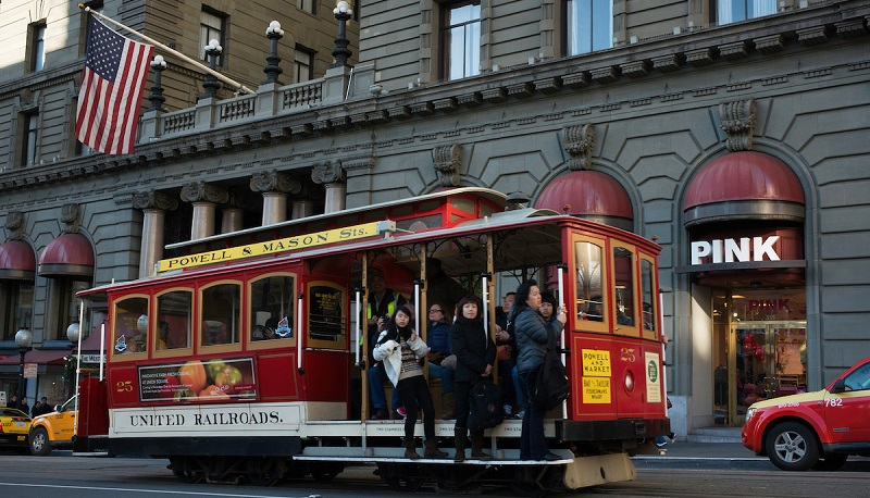 Cable Car 25 passing through Union Square | December 27, 2012