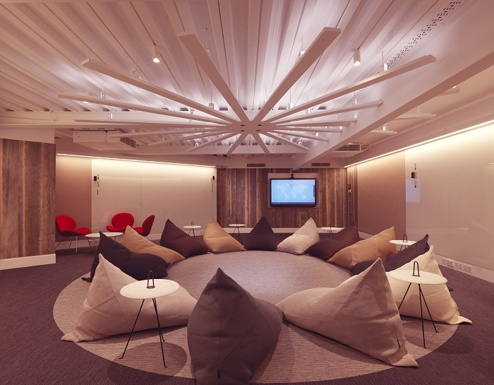 Heathrow_Brainbox_Room_Beanbags-700x545