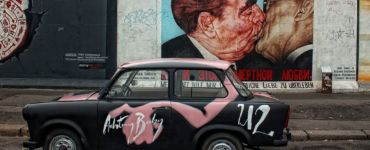 graffiti berlin kiss