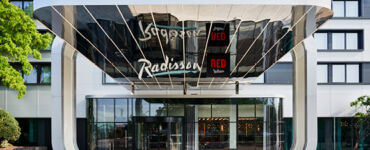 radisson red heathrow